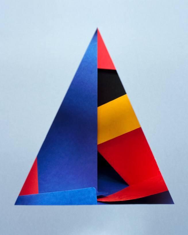 Gabarit#2 (nach Carmen Herrera) / 2011 c-print / 70x58 cm Courtesy Galerie koal / Berlin